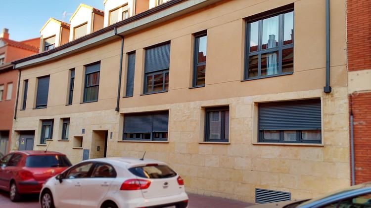 proyecto edificio viviendas fachada calle zona sur