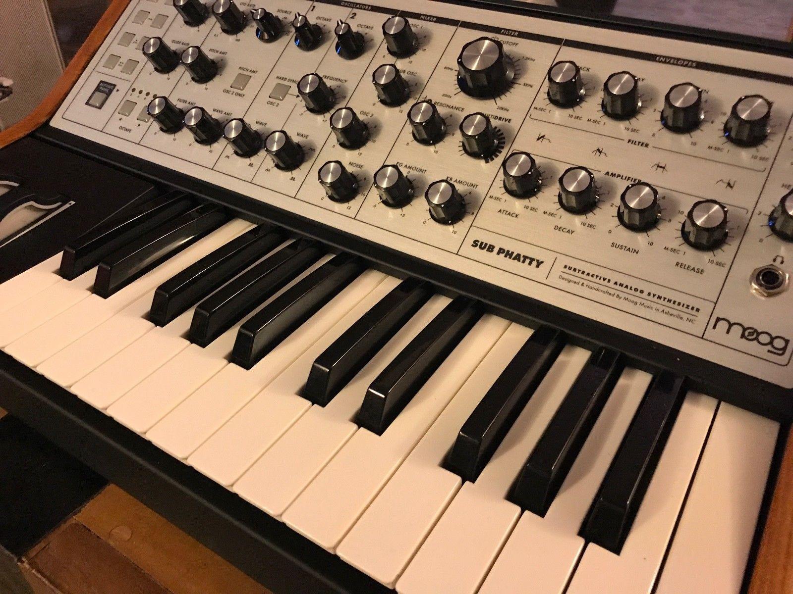 MATRIXSYNTH: Moog Sub Phatty Keyboard Synthesizer with Moog