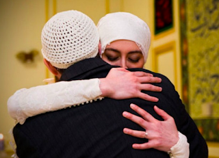 'Untuk Setiap Istri: Suamimu adalah Surgamu dan Nerakamu'