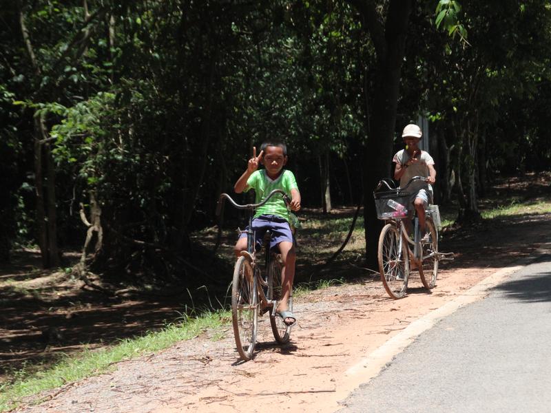Niños Angkor Wat