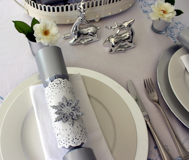 Stylish Settings: Decorating Christmas Crackers Or Bon Bons