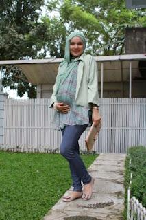 Padu Padan Warna Celana Jeans Yang Bagus Untuk Wanita Muslimah