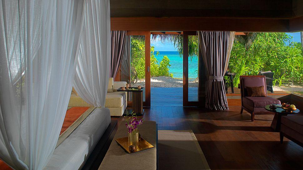 Dunk Island Holidays: ESCAPE TO PARADISE: Jumeirah Dhevanafushi, Meradhoo Island
