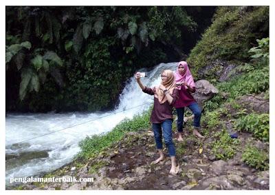 Air terjun di Kawasan wisata Curug Tilu Leuwi Opat, Cimahi