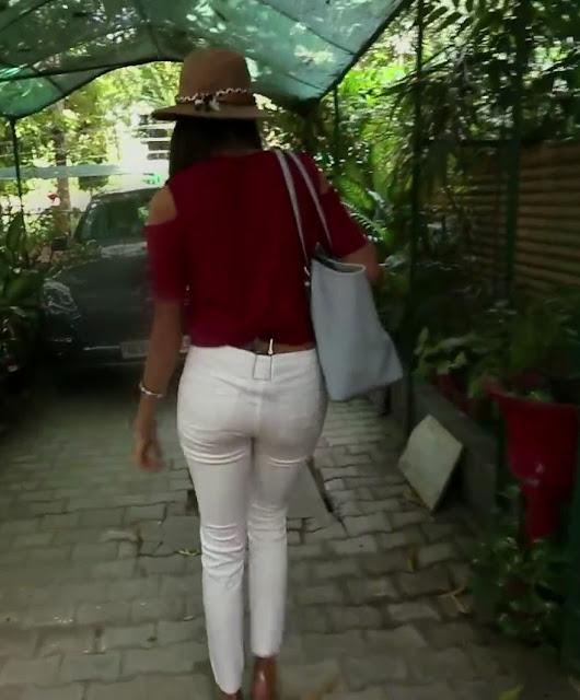 niharika-anand-back-figure