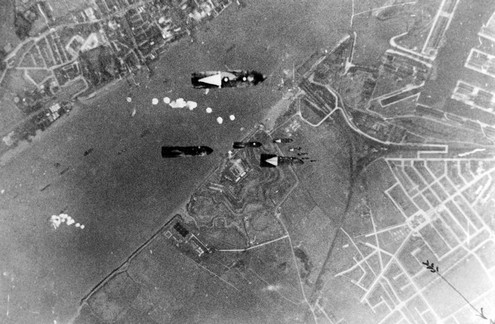 4 October 1940 worldwartwo.filminspector.com Tillbury bombing raid