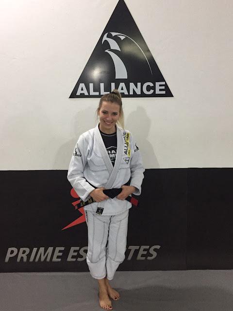 Alliance Jiu Jitsu Registro gradua sua primeira faixa preta feminina