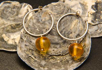 Pendientes de aros de plata con colgante de ambar