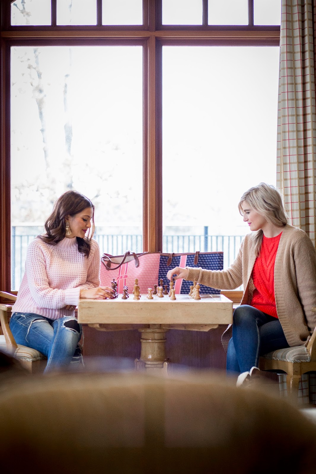 Bijuleni - Girls Weekend In JW Marriott The Rosseau Muskoka - Playing Chess