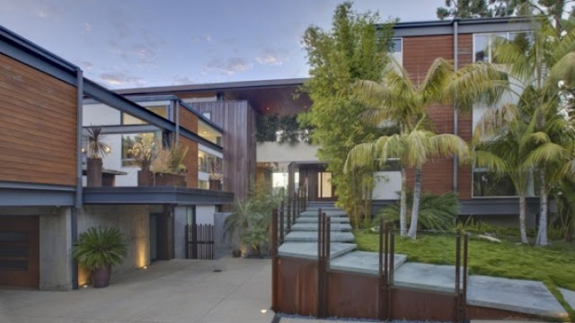 Justin biber's  lavish mansion is located in a posh locality of Los Angeles