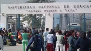 Alumnos toman universidad La Cantuta
