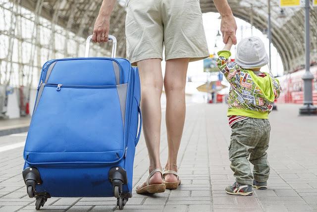 Aman Travelling Bersama Anak Naik Kereta  Travelling Aman Naik Kereta Bersama Anak-anak