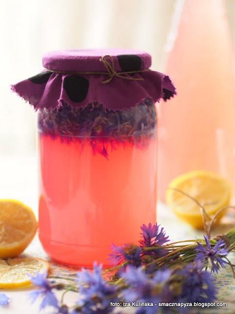 napoj blawatkowy, lemoniada z modrakow, winko chabrowe, wino modrakowe, chaber blawatek, kwiaty jadalne, napoj fermentowany, platki kwiatow, domowe przetwory, domowe napoje