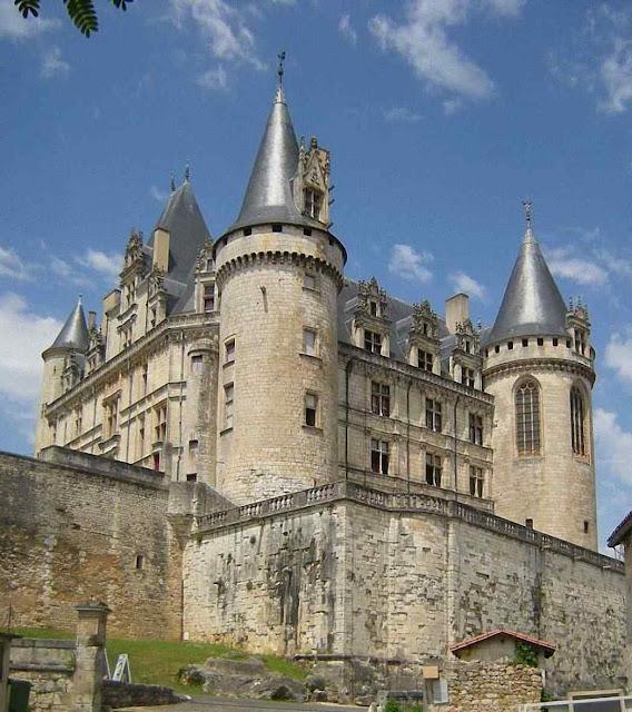 Castelo de La Rochefoucauld, Poitou, França