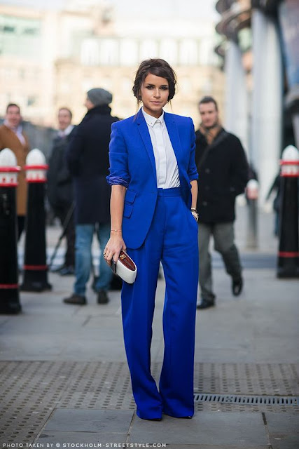 miroslava duma tailleur blu elettrico outfit blazer come abbinare il blazer abbinamenti blazer how to wear blazer how to combine blazer fashion moda tendenze moda mariafelicia magno fashion blogger colorblock by felym fashion blogger italiane fashion blog italiani blogger italiane di moda blog di moda italiani