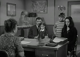 http://www.dailymotion.com/video/xnx6zl_addams-family-s01e01-the-addams-family-goes-to-school_fun