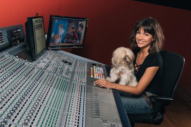 Úrsula Corberó, su perra Lolita y David Guapo ponen voz a los personajes de 'Mascotas'