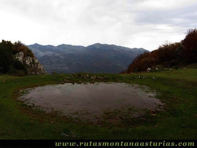 Circular Coañana Saleras: Pequeña laguna de Canchongo