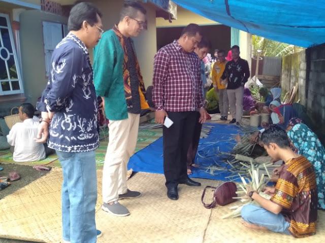 Bupati Bungo Minta Kerajinan Anyaman Masyarakat Terus Dikembangkan