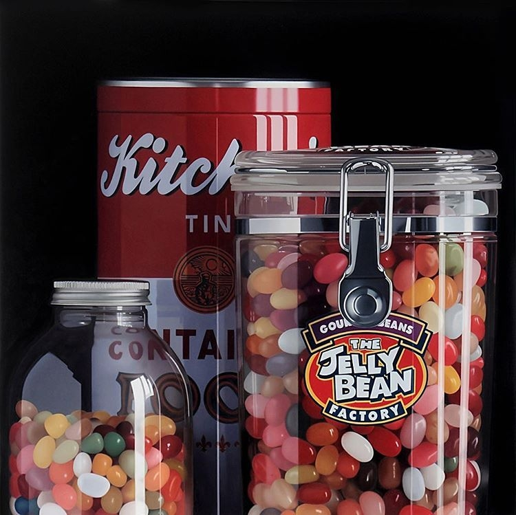 01-Jelly-Beans-and-Tin-Pedro-Campos-Realistic-Paintings-Coupled-with-Classic-Items-www-designstack-co