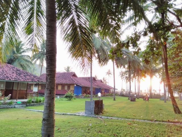 Ocean Queen Resort Hotel Pantai Cibangbang Pelabuhan Ratu