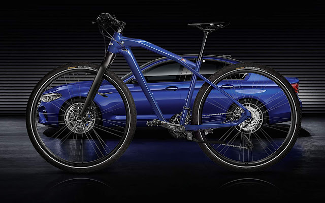 BMW lança M Bike Limited Carbon Edition na cor do M5