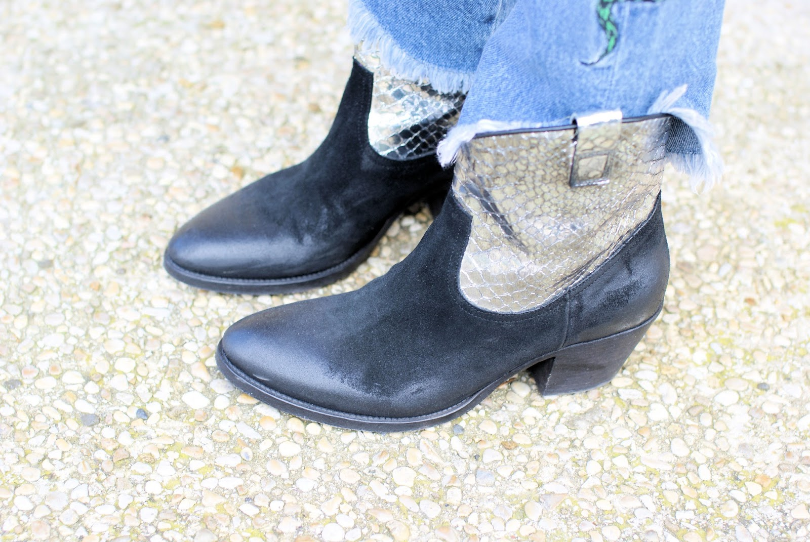Western texan boots on Fashion and Cookies fashion blog, fashion blogger style