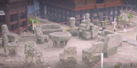 Melihat Tempat Peninggalan Sejarah Sebuah Desa Legendaries Dengan Bangunan Batu Kursi Raja Siallagan Yang Masih Kokoh dan Sangat Terkenal