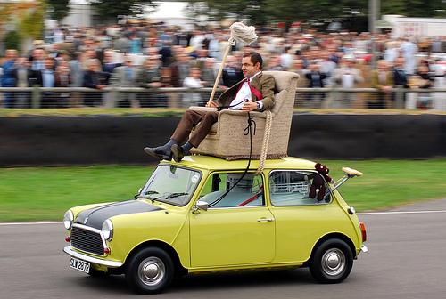News123: Mr Bean Comedy King Drive His Mini Card On London