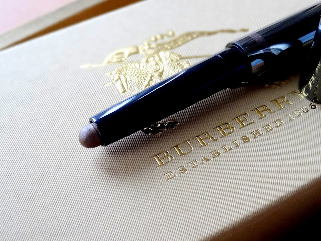 √\Burberry Eye Color Contour Smoke and Sculpt Pen Dusky Mauve Review, Photos, Swatches