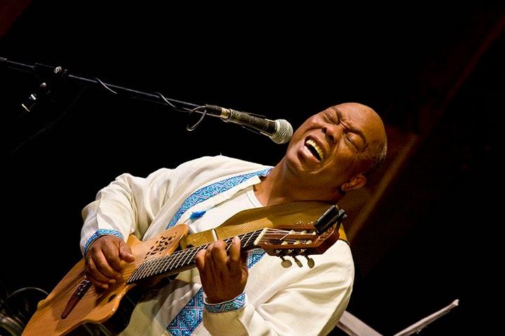 Бразильский гитарист и вокалист  Фило Машадо. | Filo Machado. Photograph by Valery Pichko | #Valery_Pichko_photography