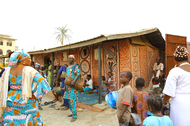 the colourful shrine at the palace of the Oba of Osogbo