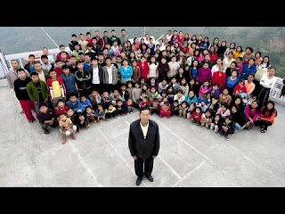 The largest family in the world: Indian Ziona has 39 wives, 86 sons and daughters, and 35 grandchildren