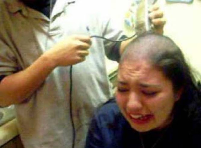 حلق لها شعرها أمام أهلها ولم يوقفه أحد.. والسبب دموعها لم توقف فعلته ولم تحرك أهلها