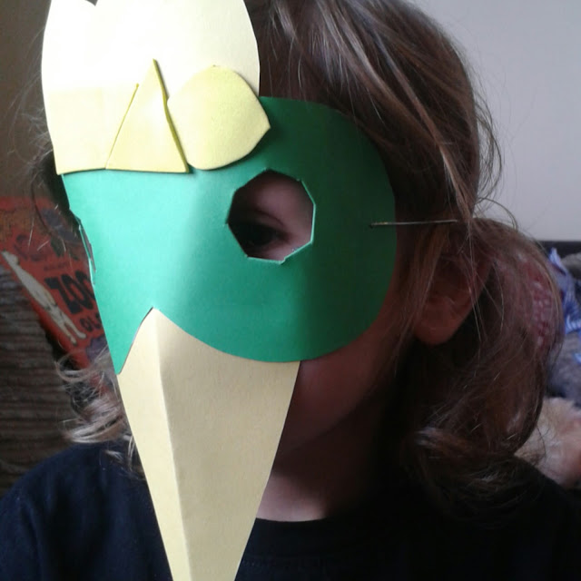 Weekend box parrot mask