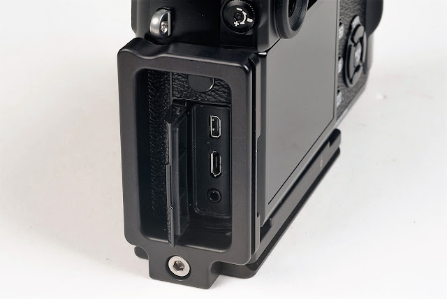 Fujifilm X-Pro2 w/ Hejnar Photo X-PRO2 L bracket side view