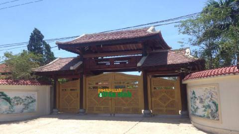 Ngôi nhà được làm hầu hết bằng gỗ quý như lim, gõ v.v. với số lượng gần 80 khối gỗ