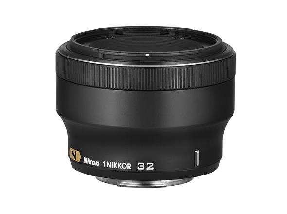 Fotografia dell'obiettivo 1 Nikkor 32mm f/1.2 nella colorazione nera