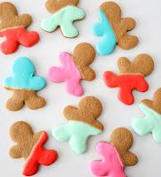http://www.akailochiclife.com/2015/12/bake-it-color-blocked-gingerbread-men.html
