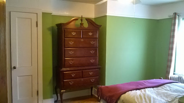 wall in green bedroom