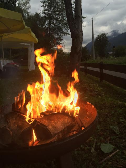 Feuerschale Hüttenabend Vorabend Hochzeit, Hochzeitsmotto aus M wird M, Pastell und Vintage im Riessersee Hotel Garmisch-Partenkirchen, Bayern
