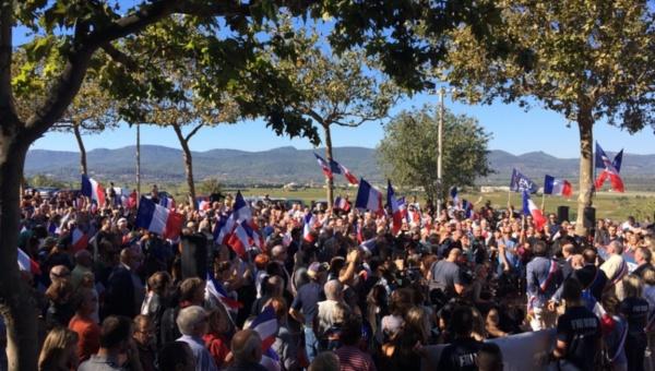 Protestan en Francia contra centros para refugiados de Calais