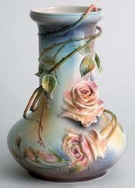 Jarrón de ceramica con flores
