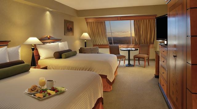 Como é o quarto do Hotel Luxor