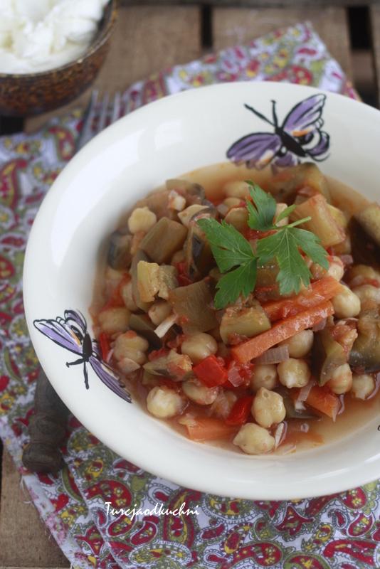 Libańska potrawka z bakłażana i ciecierzycy