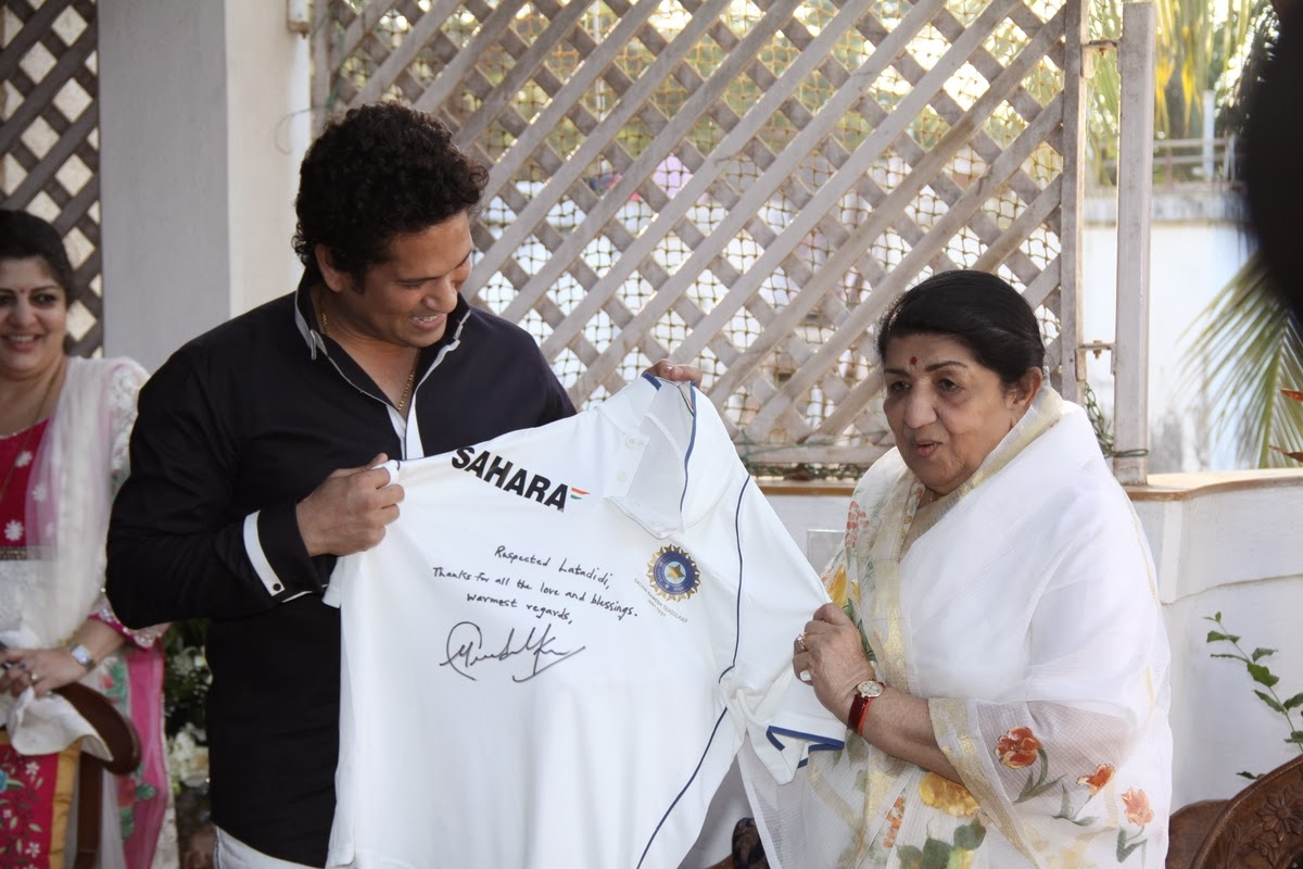 Raj Thackeray Honours Lata Mangeshkar & Sachin At On MNS Anniversary