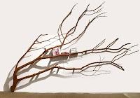 Ağaç gibi görünen ilginç kitaplık rafı