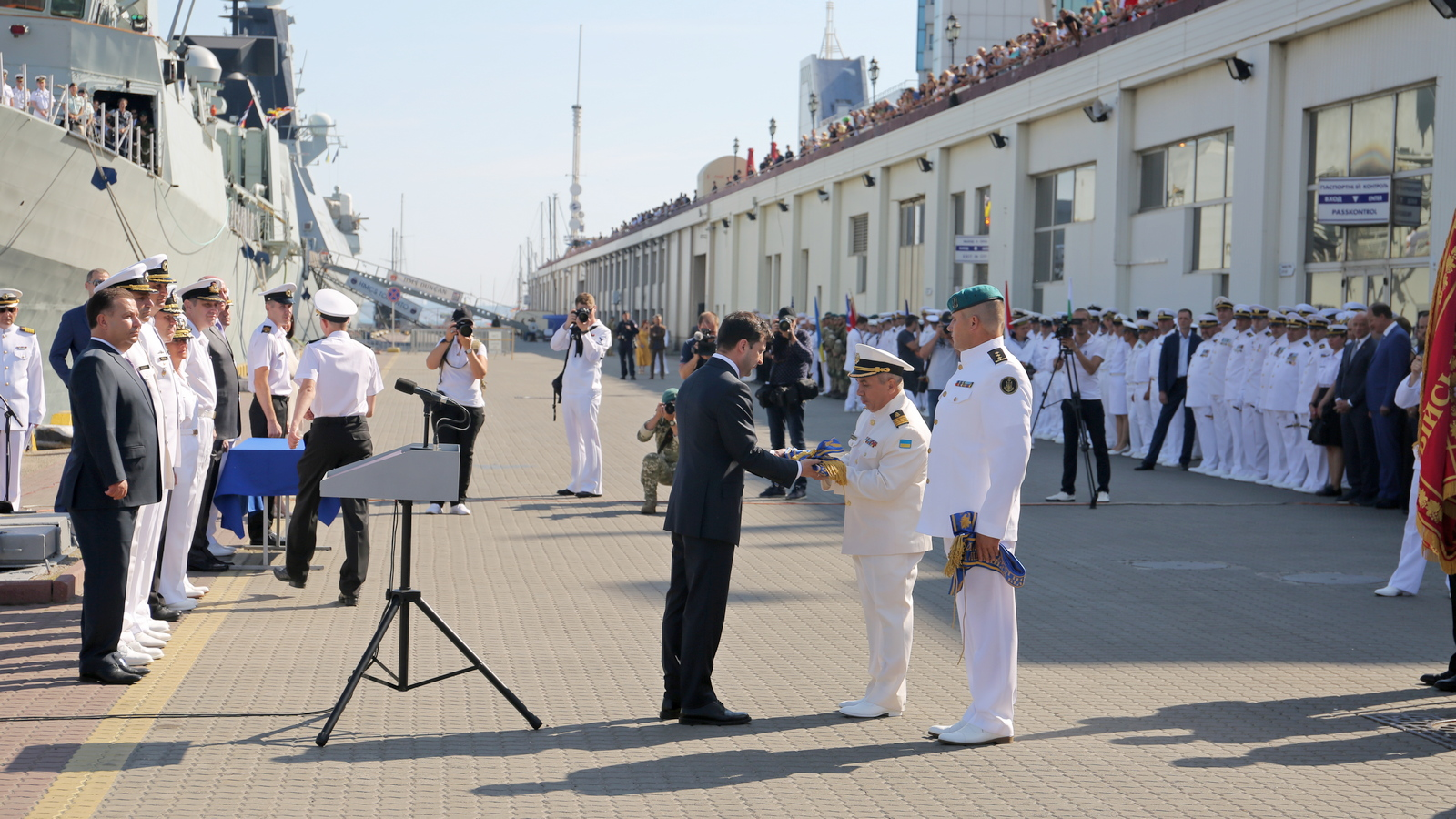 Бригада морської піхоти і ліцей отримали почесні імена