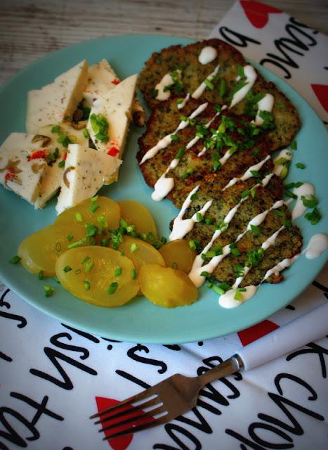 szybkie danie,placki ziemniaczane,dania babci zosi,sys,plackie ziemniaczane ze szpinakeim,szpinak,ogórek kiszony,ser koryciński swojski,zarzeccy,szczypiorek