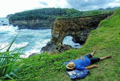 Pantai Karang Bolong, Pacitan